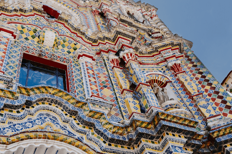 San Francisco Acatepec with a very colorful facade, one of the best Puebla attractions