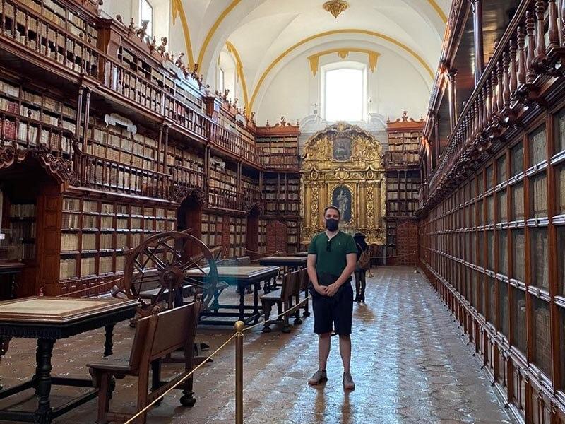 Me in Biblioteca Palafoxiana, one of Puebla attractions