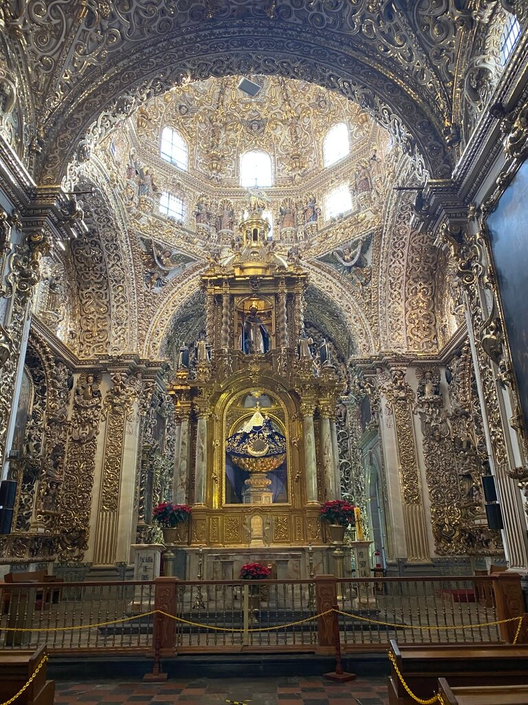 Chapel of Rosario, full of golden ornaments (Puebla city, Mexico)