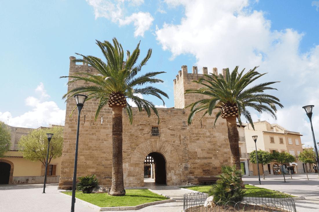 Alcudia old town gate Porta de Moll