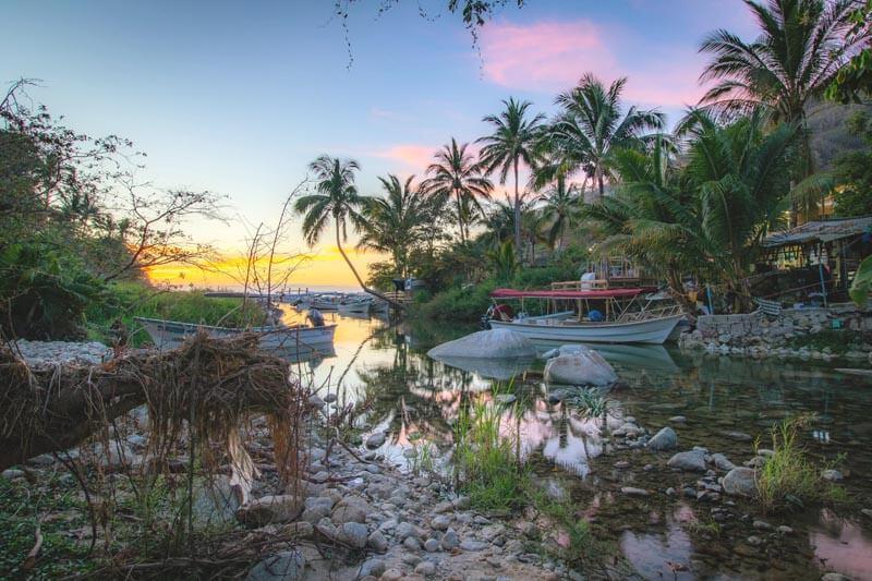 Boca de Tomatlán traditional village